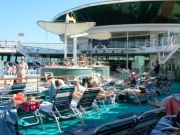 Mensen aan boord cruiseschip