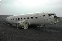 Brokstukken Dakota op IJsland
