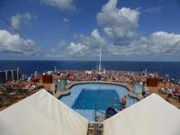 Zwembad aan boord van een cruiseschip