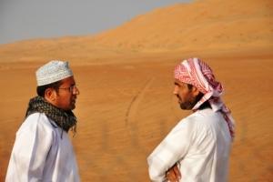 Mannen in woestijn