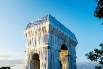 De ingepakte Arc de Triomphe©christo and jean claude foundation