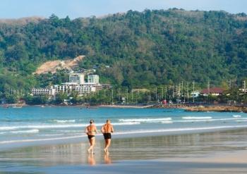 Ouderen op het strand