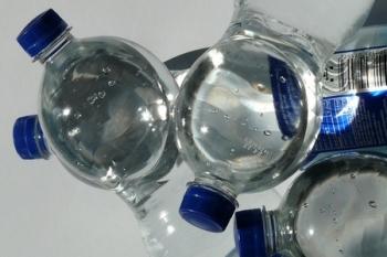 Plastic flessen ©hans_pixabay