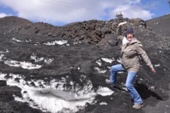 Zwarte sneeuw op de Etna