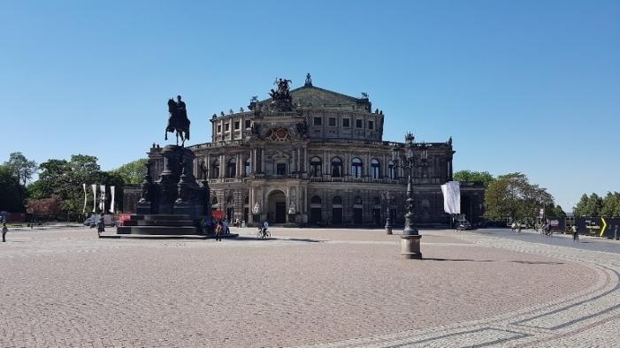 b_750_394_16777215_00_images_stories_Duitsland_Dresden_pleinSemper.jpg