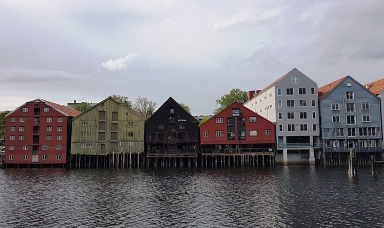 b_750_446_16777215_00_images_stories_noorwegen_Trondheim_Huizenaandekaai.jpg
