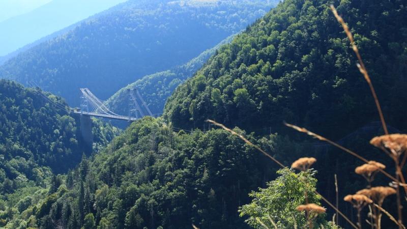 Zuid-Frankrijk :  Uitzicht op Pont Gisclard in de Pyreneeën