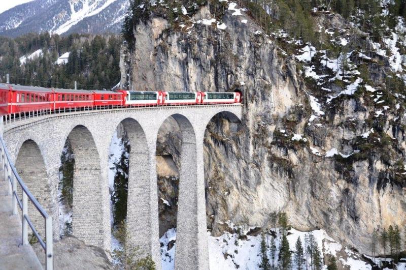b_800_0_16777215_00_images_stories_zwitserland_graubunden_treintunnelgroot.jpg